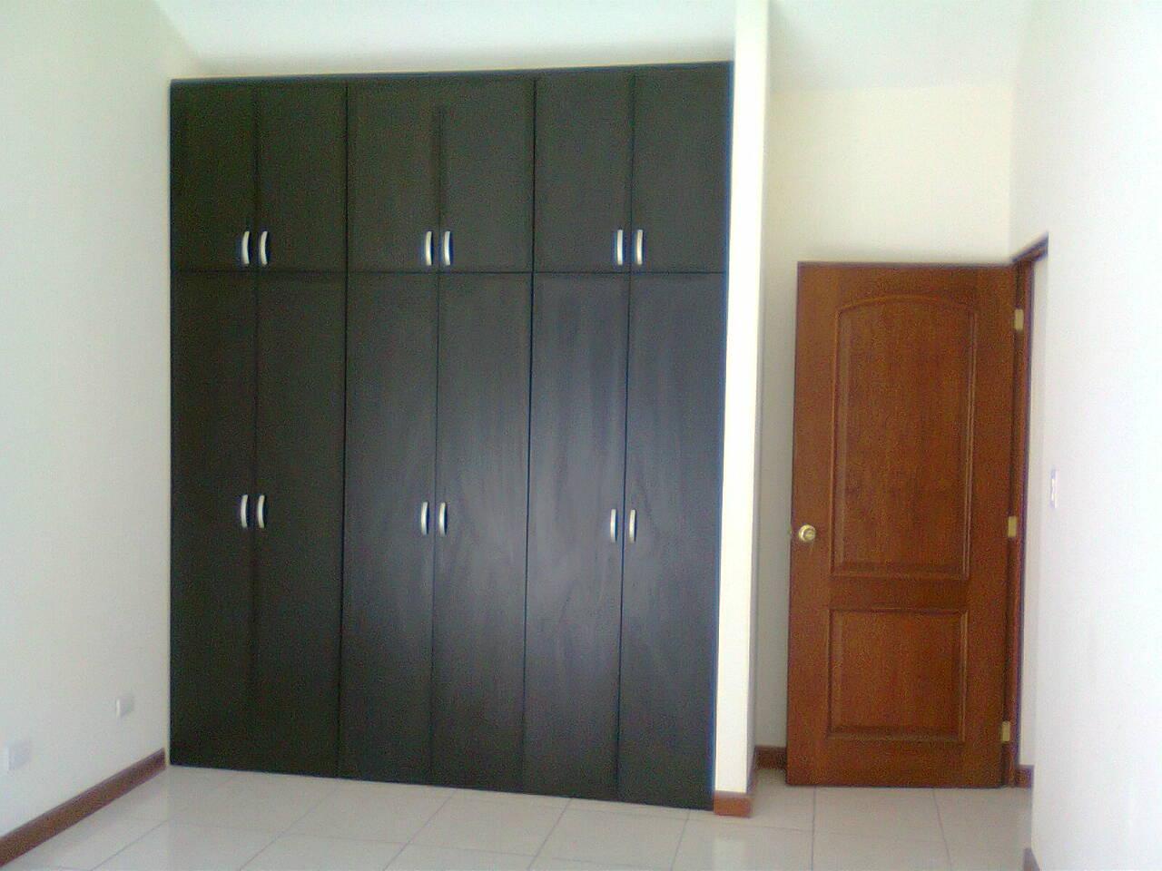 Closet en melamina color wengue cocinas funcionales for Closet melamina